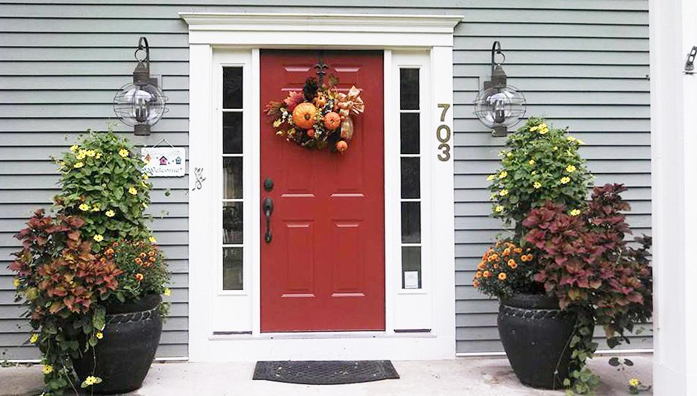 Как оформить дверь на даче: 20 самых ярких примеров