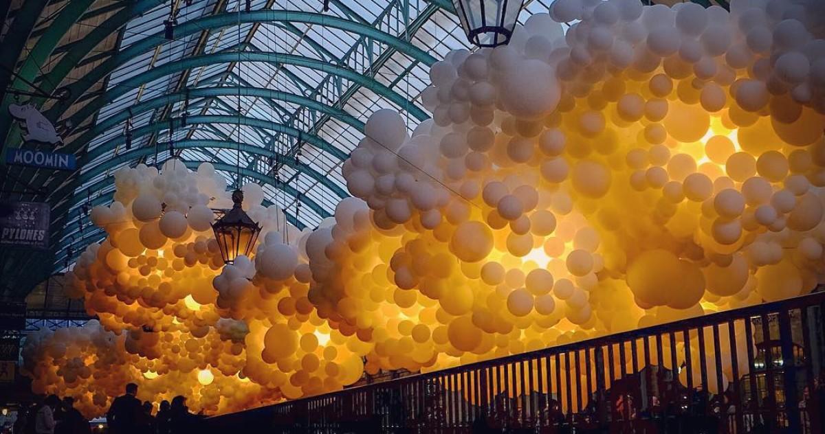 Светящиеся облака в Covent Garden