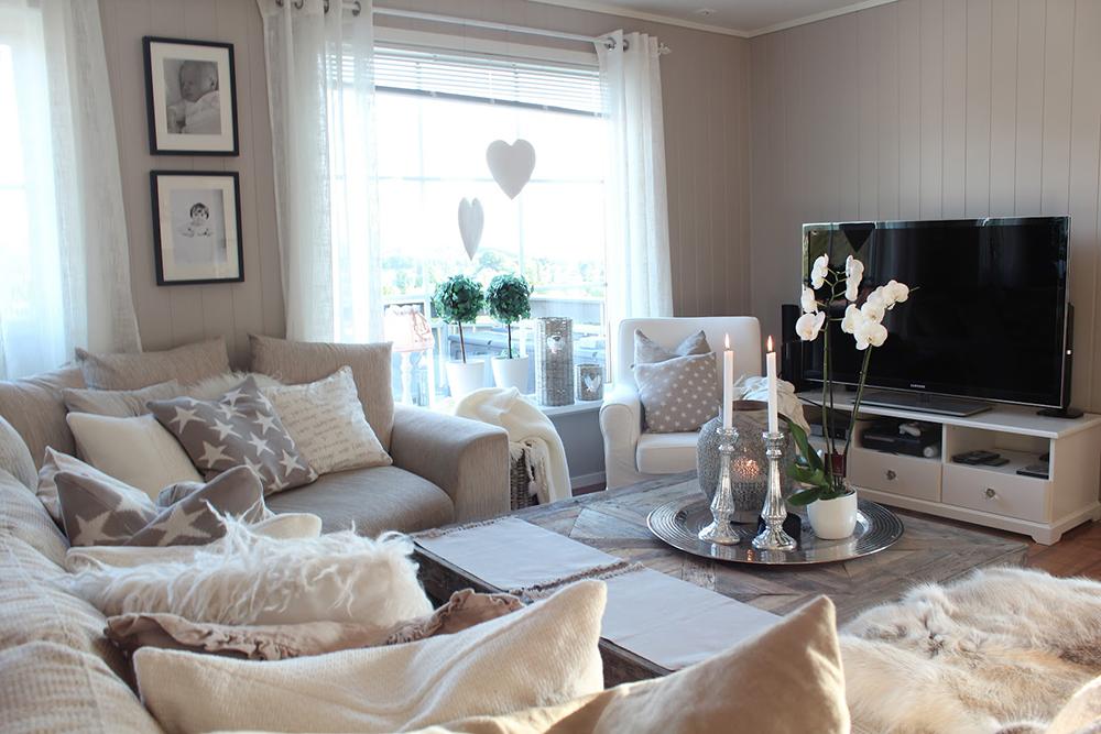 Гостиная в  цветах:   Белый, Коричневый, Светло-серый, Серый.  Гостиная в  стиле:   Скандинавский.