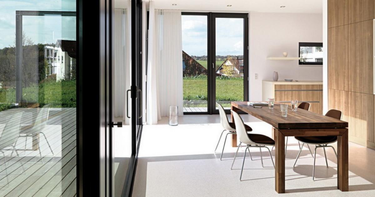 Дом в Германии: инновационная кухня и белые стены