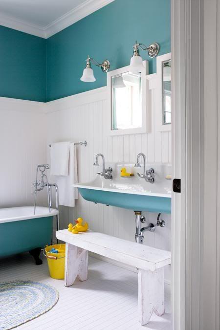 Кухня/столовая в  цветах:   Белый, Светло-серый, Серый, Синий.  Кухня/столовая в  стиле:   Кантри.