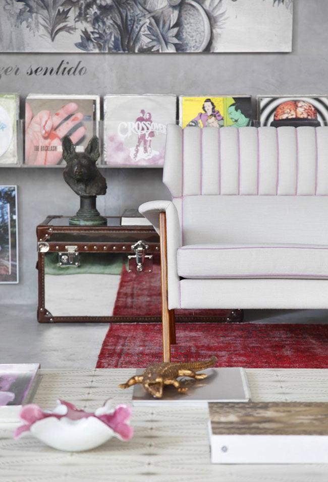Гостиная, холл в цветах: серый, светло-серый, бордовый, розовый, темно-коричневый. Гостиная, холл в стилях: модерн и ар-нуво, арт-деко, лофт, эклектика.