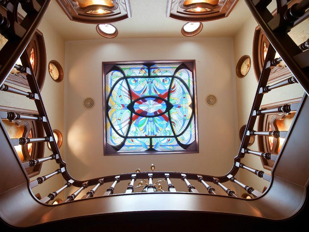 Декор в цветах: серый, светло-серый, коричневый, бежевый. Декор в стилях: модерн и ар-нуво.