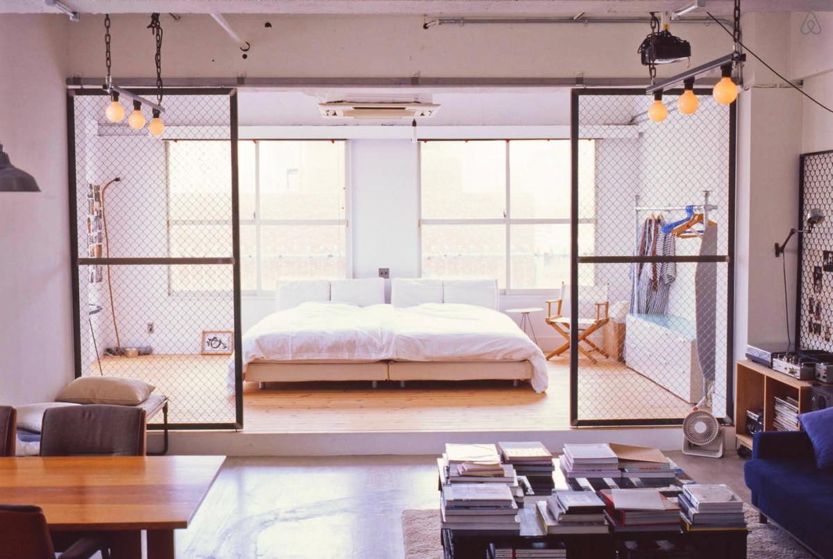 Мебель и предметы интерьера в цветах: серый, светло-серый, белый, коричневый, бежевый. Мебель и предметы интерьера в стилях: лофт.