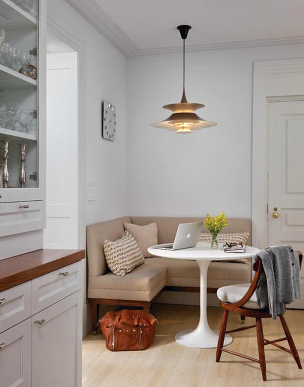 Кухня в цветах: серый, светло-серый, белый, коричневый. Кухня в стиле эклектика.