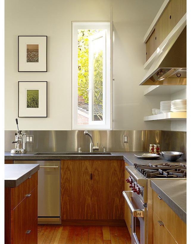 Кухня в цветах: серый, светло-серый, коричневый. Кухня в стиле хай-тек.