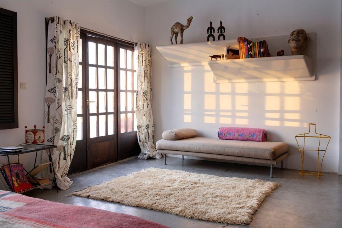 Гостиная, холл в цветах: желтый, черный, серый, светло-серый, бежевый. Гостиная, холл в стилях: ближневосточные стили, этника.