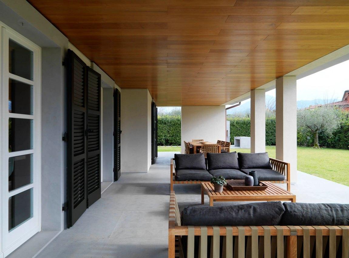 Балкон, веранда, патио в цветах: черный, серый, светло-серый, коричневый. Балкон, веранда, патио в стиле минимализм.