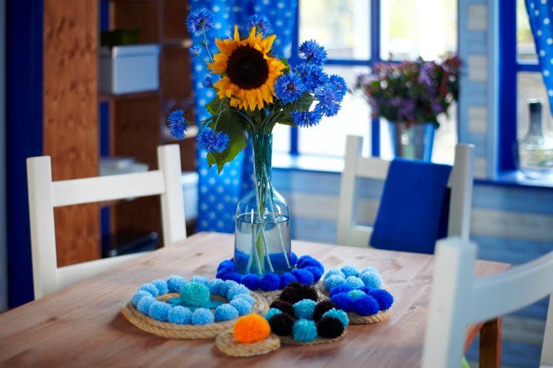 Декор в цветах: голубой, бирюзовый, черный, светло-серый, белый. Декор в .