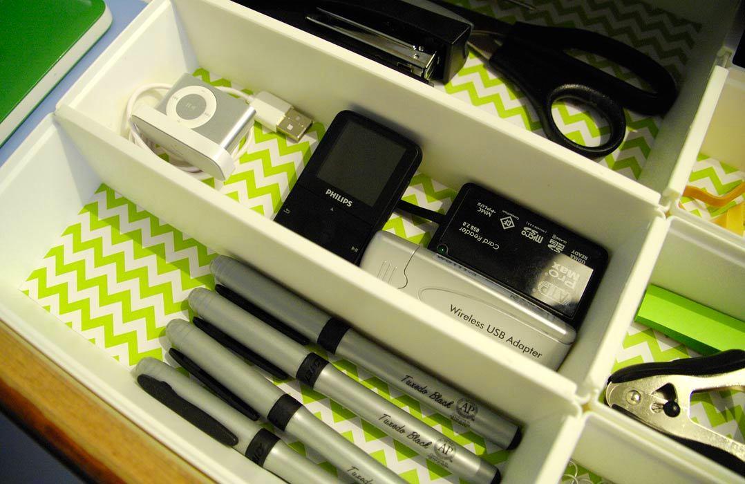 Фото в цветах: черный, светло-серый, белый, темно-зеленый, бежевый. Фото в .