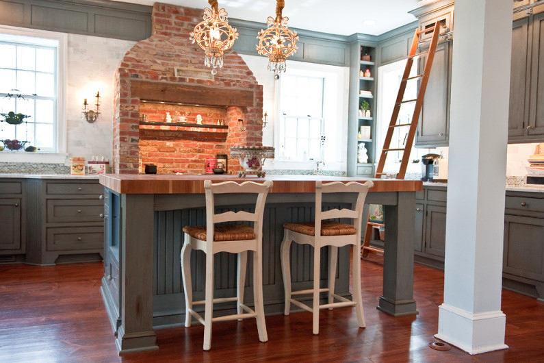 Кухня в цветах: серый, светло-серый, белый, коричневый. Кухня в стиле французские стили.