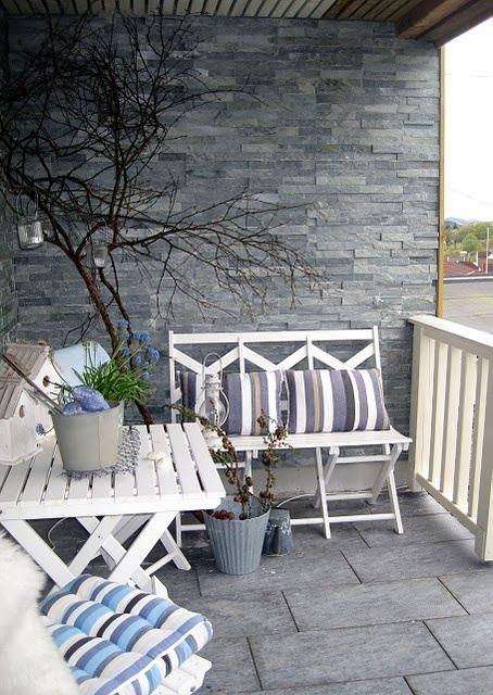 Балкон, веранда, патио в цветах: черный, серый, светло-серый, белый, бежевый. Балкон, веранда, патио в стиле скандинавский стиль.