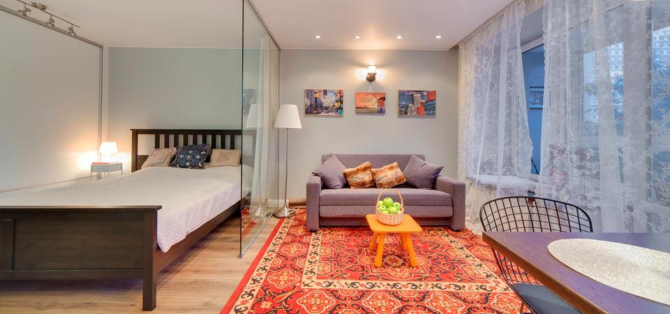 Квартира в Москве: спальня в гостиной и стиралка под потолком на 30 метрах