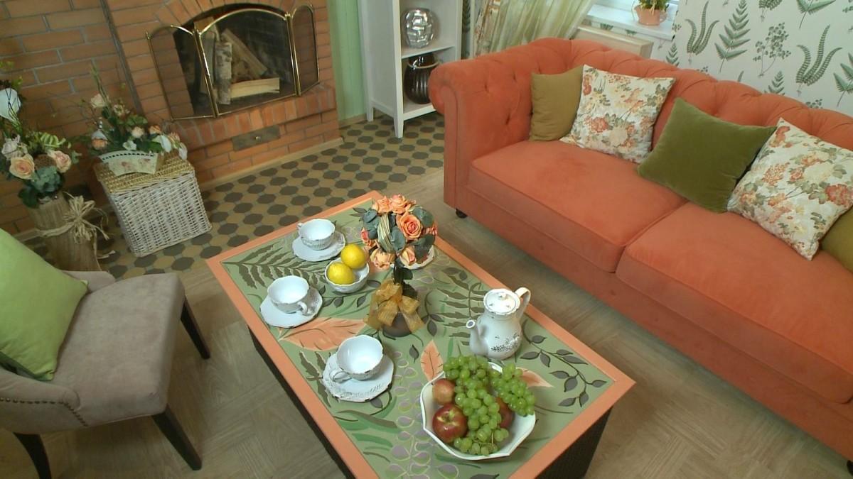 Гостиная, холл в цветах: оранжевый, светло-серый, белый, темно-зеленый, салатовый. Гостиная, холл в стиле прованс.