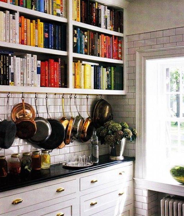 Кухня в цветах: серый, светло-серый, белый, коричневый. Кухня в .