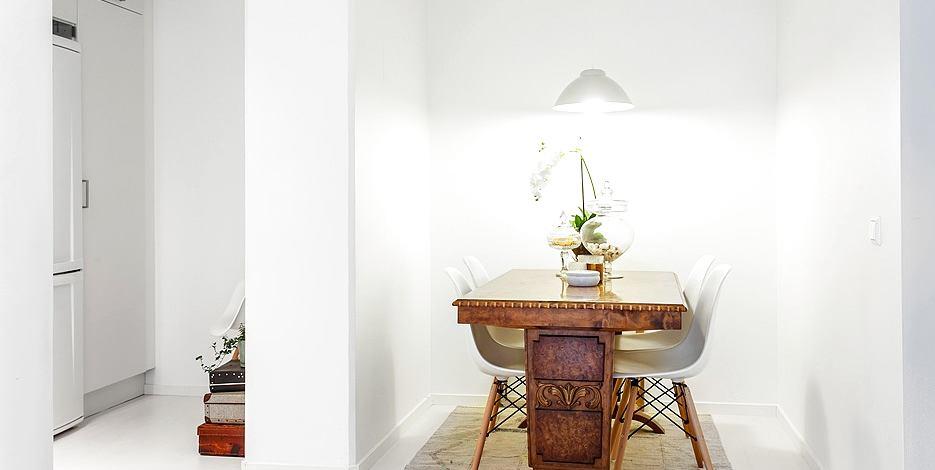 Мебель и предметы интерьера в цветах: серый, светло-серый, белый, коричневый. Мебель и предметы интерьера в стилях: эклектика.