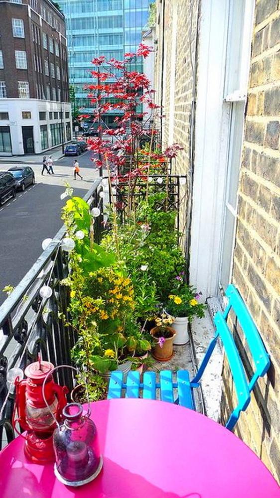Балкон, веранда, патио в цветах: голубой, серый, светло-серый, белый, розовый. Балкон, веранда, патио в .
