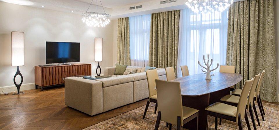 Как живут московские интеллигенты: светлая квартира с яркими акцентами