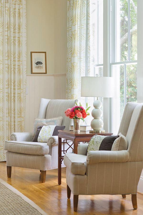 Гостиная, холл в цветах: серый, светло-серый, белый. Гостиная, холл в стилях: английские стили.