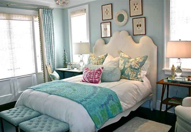 Спальня в цветах: голубой, бирюзовый, серый, светло-серый, белый. Спальня в .