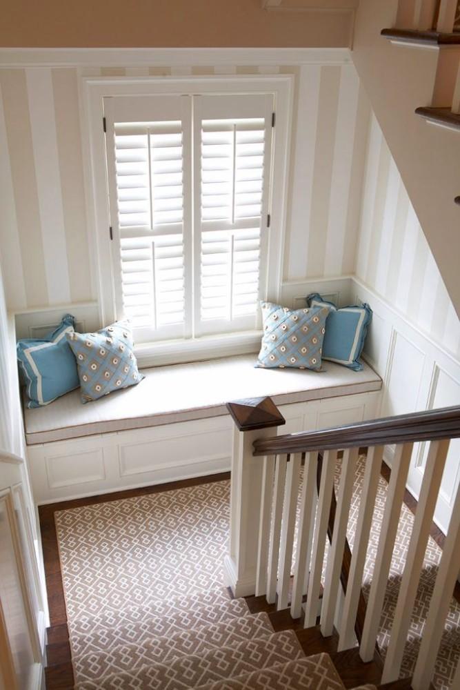Лестница в цветах: черный, серый, белый, сине-зеленый. Лестница в стиле английские стили.