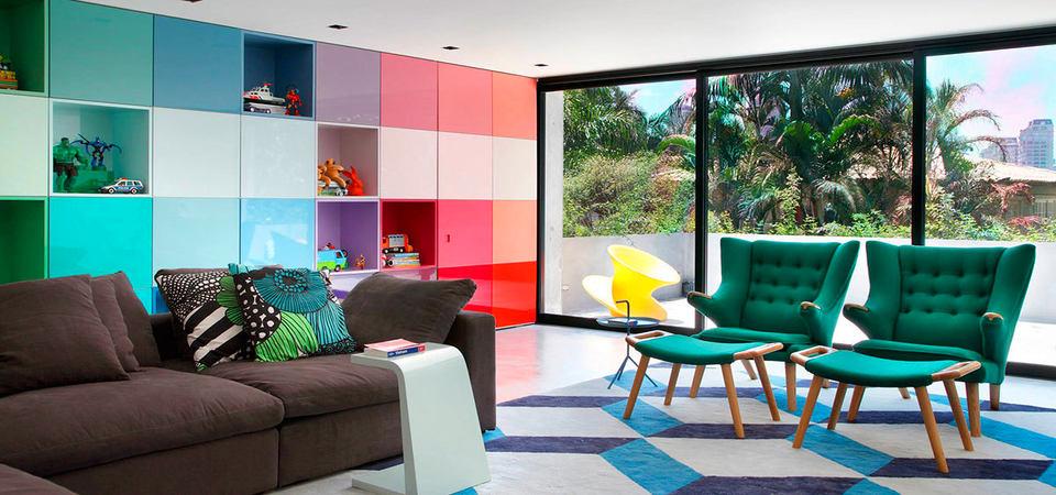 Шкаф на весь этаж: яркий и необычный дом в Бразилии