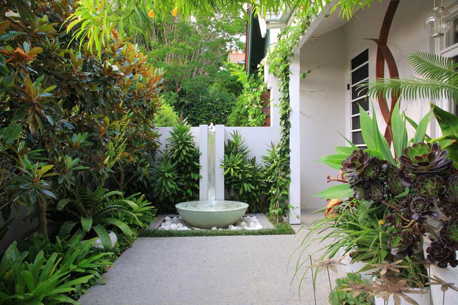 Ландшафт в цветах: светло-серый, белый. Ландшафт в стиле экологический стиль.