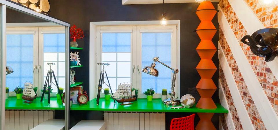 Как сделать комнату подростка яркой и функциональной: подмосковный пример