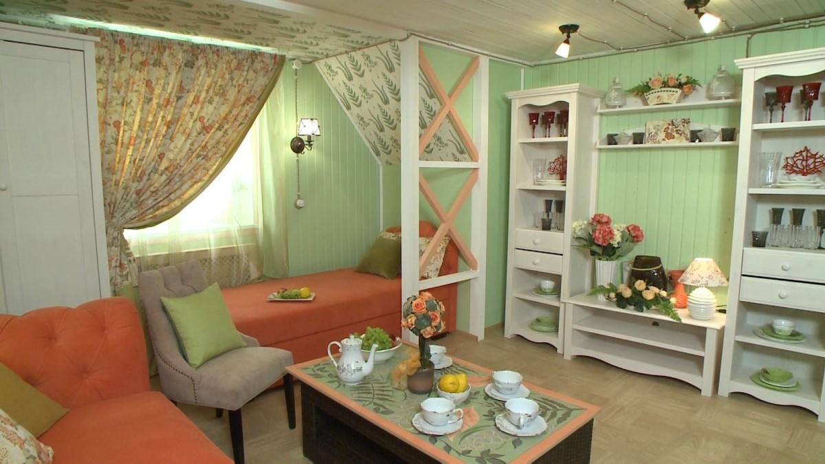 Гостиная, холл в цветах: оранжевый, светло-серый, салатовый, коричневый, бежевый. Гостиная, холл в стиле прованс.