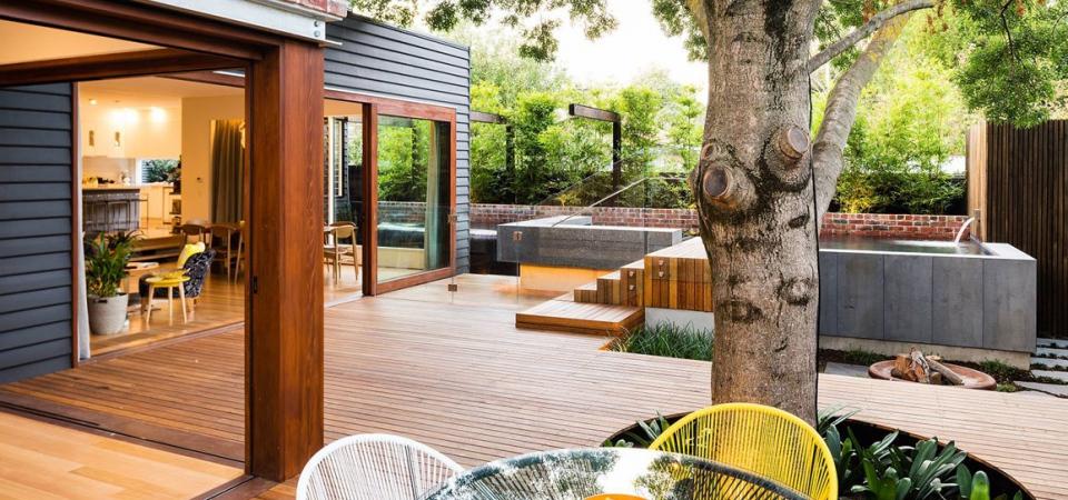 Как обустроить современный уютный двор: красочный пример и 2 совета