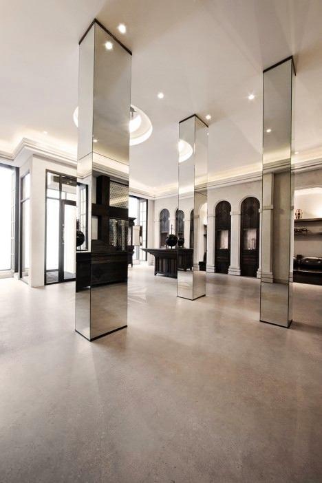 Гостиная, холл в цветах: черный, серый, светло-серый, коричневый. Гостиная, холл в стилях: арт-деко, минимализм.