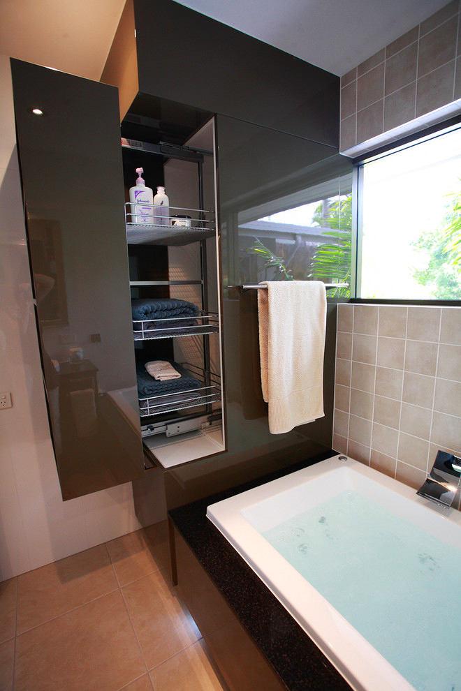 Ванная в цветах: светло-серый, белый, темно-коричневый, коричневый, бежевый. Ванная в стилях: минимализм, хай-тек.