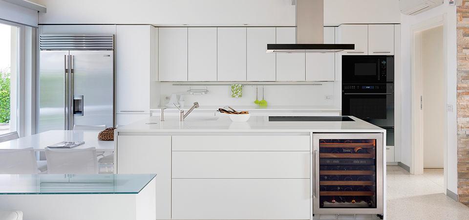 Как обустроить большую кухню: типы планировок и выбор техники
