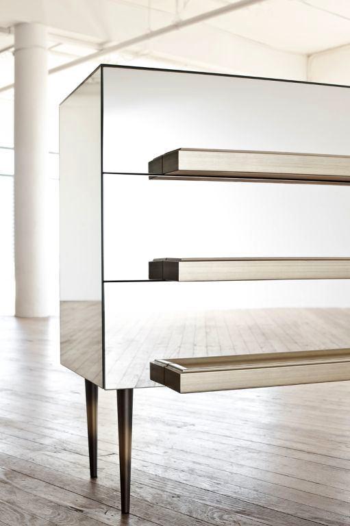Мебель и предметы интерьера в цветах: черный, серый, светло-серый. Мебель и предметы интерьера в стиле хай-тек.