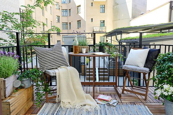 Балкон, веранда, патио в цветах: серый, светло-серый, темно-зеленый. Балкон, веранда, патио в стиле скандинавский стиль.