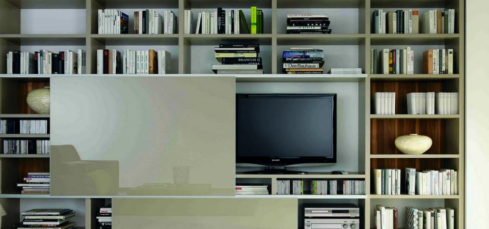 Куда спрятать телевизор: 7 идей и 35 примеров