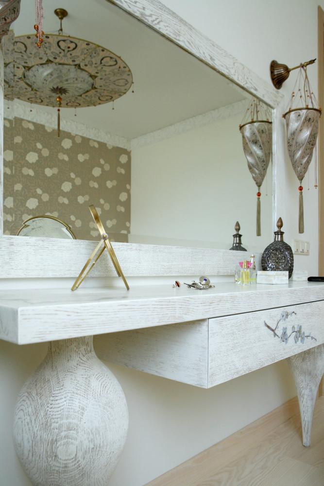 Мебель и предметы интерьера в цветах: белый, бежевый. Мебель и предметы интерьера в стиле арт-деко.