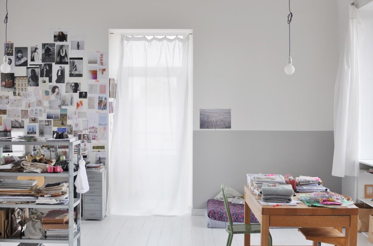 Мебель и предметы интерьера в цветах: серый, белый, коричневый. Мебель и предметы интерьера в стилях: экологический стиль.
