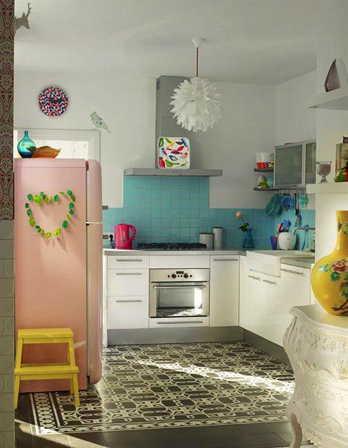 Кухня в цветах: серый, светло-серый, сине-зеленый, бежевый. Кухня в .