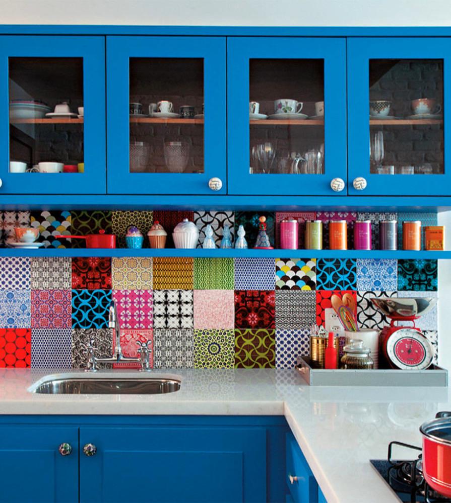 Кухня в цветах: бирюзовый, белый. Кухня в стиле минимализм.