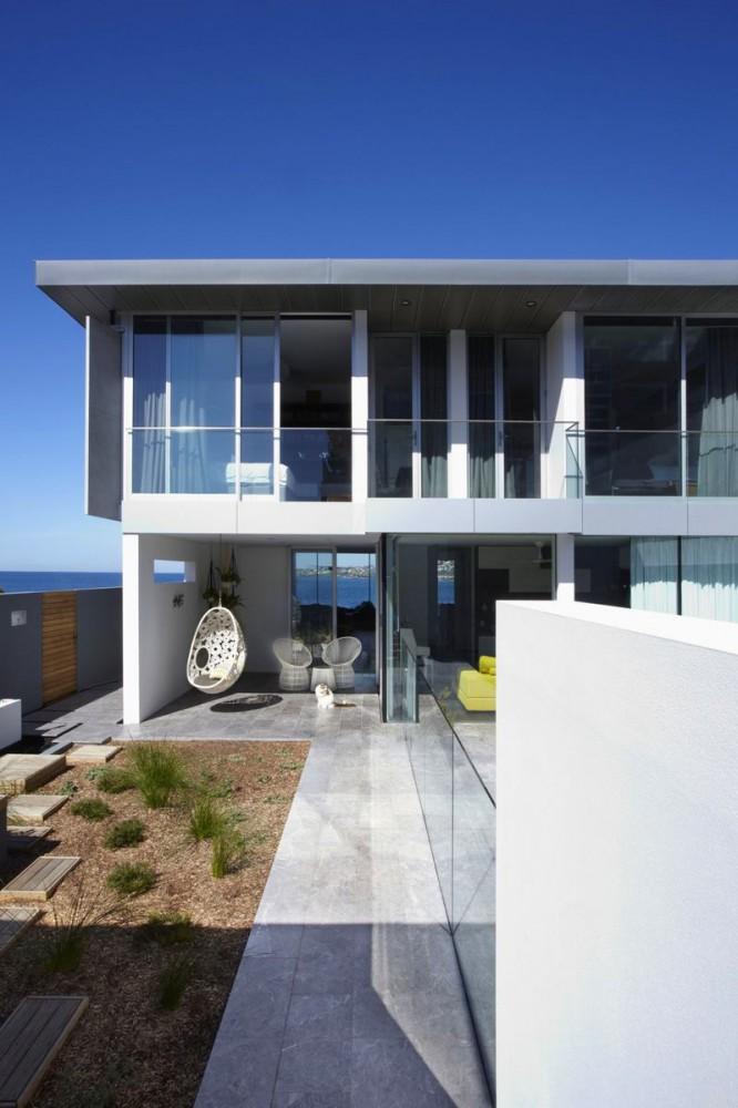 Балкон, веранда, патио в цветах: черный, серый, светло-серый, белый. Балкон, веранда, патио в .