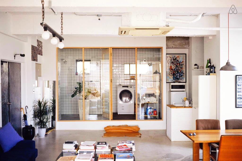 Мебель и предметы интерьера в цветах: оранжевый, фиолетовый, серый, белый, бежевый. Мебель и предметы интерьера в стилях: лофт.