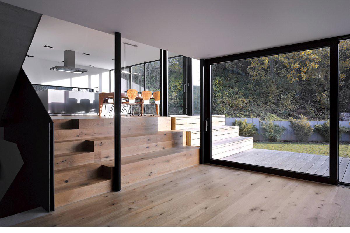 Балкон, веранда, патио в цветах: черный, серый, светло-серый, белый, бежевый. Балкон, веранда, патио в стиле минимализм.