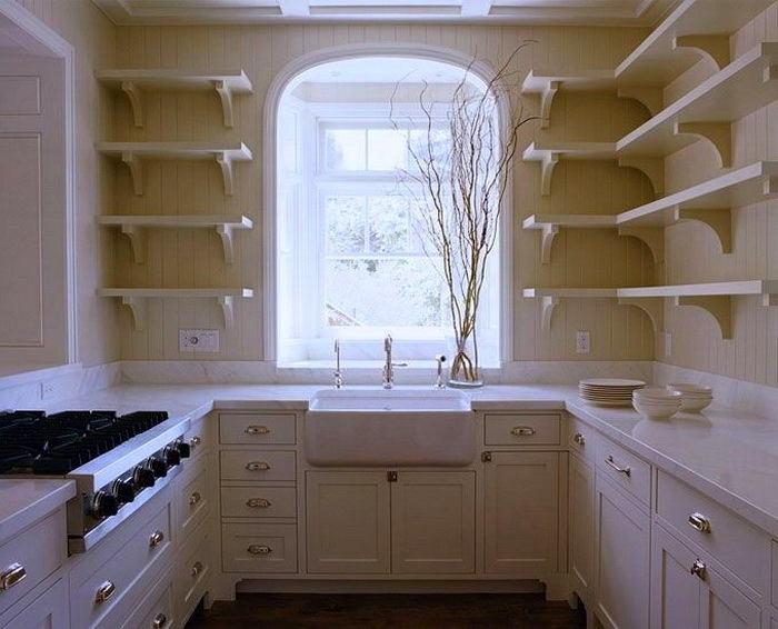 Кухня в цветах: голубой, серый, светло-серый, белый, темно-зеленый. Кухня в стиле классика.