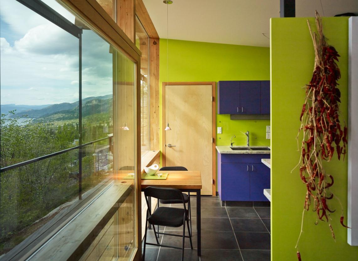 Кухня в цветах: бирюзовый, черный, салатовый, бежевый. Кухня в стиле минимализм.