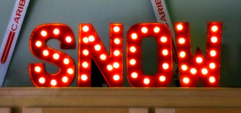 «Зажигаем» интерьер: самодельная светящаяся надпись