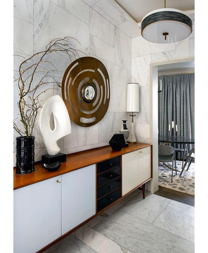 Гостиная, холл в цветах: черный, серый, светло-серый, коричневый. Гостиная, холл в стилях: классика, французские стили.