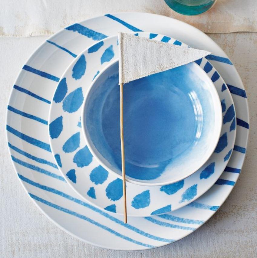 Мебель и предметы интерьера в цветах: голубой, белый. Мебель и предметы интерьера в стиле эклектика.