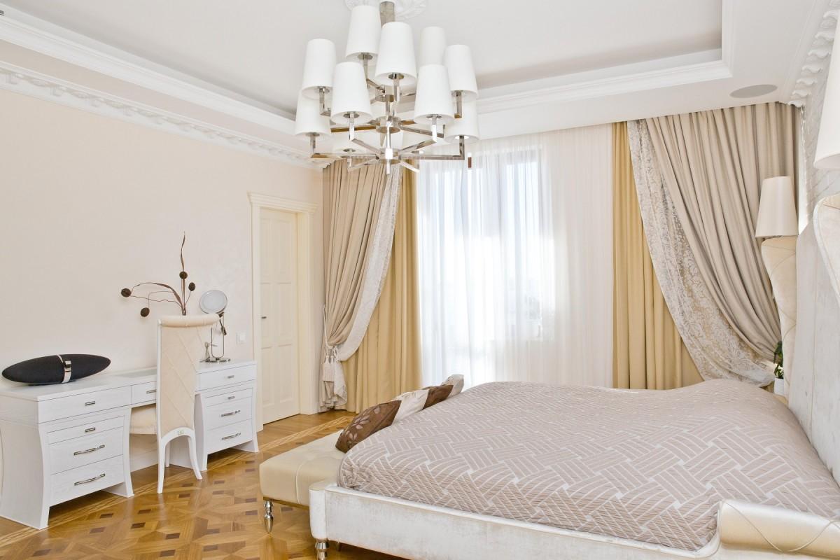 Спальня в цветах: серый, светло-серый, белый, коричневый, бежевый. Спальня в стилях: классика, лофт.