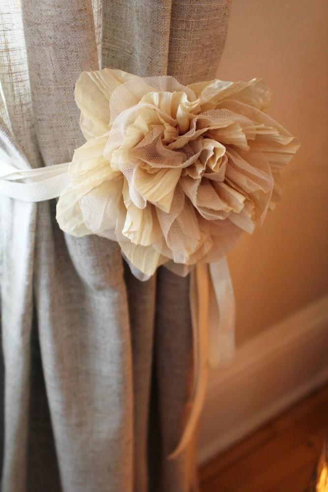 в цветах: серый, белый, коричневый, бежевый.  в стиле эклектика.